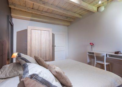 Chambre 1 lit double avec son armoire - pendrie