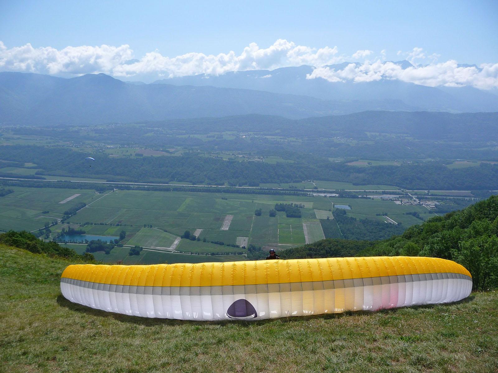 Décollage de parapente à Montlambert, Saint-Jean-de-la-Porte, Combe de Savoie, près du Gîte du Porche