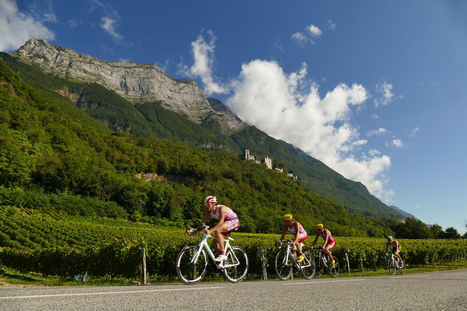 Le triathlon de Saint-Pierre d'Albigny, sous le Château de Miolans, près d'un hébergement de vacances dans les Alpes