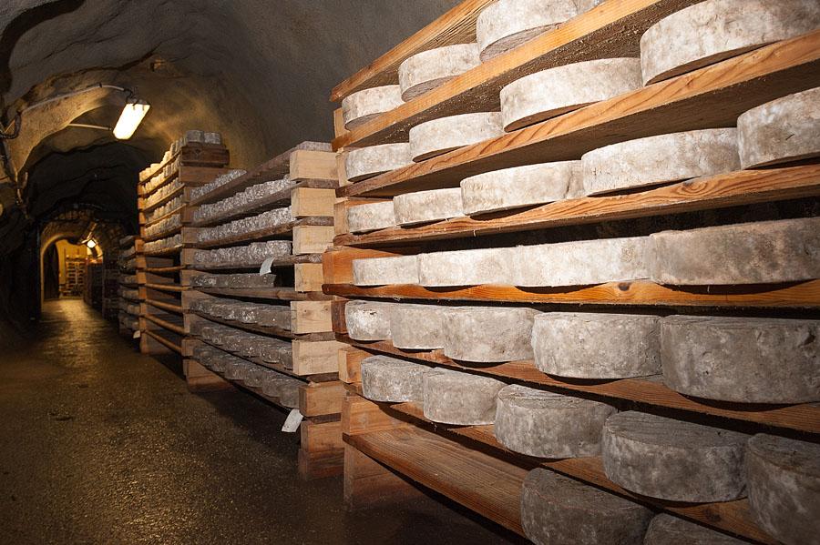 Un produit à ne pas rater lors de votre séjour découverte et bien être dans les Alpes : le  fromage de Savoie